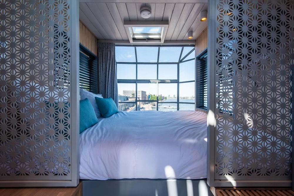 Aparte overnachting in een hijskraan in Amsterdam, dat mag niet ontbreken bij deze 15 aparte overnachtingen!
