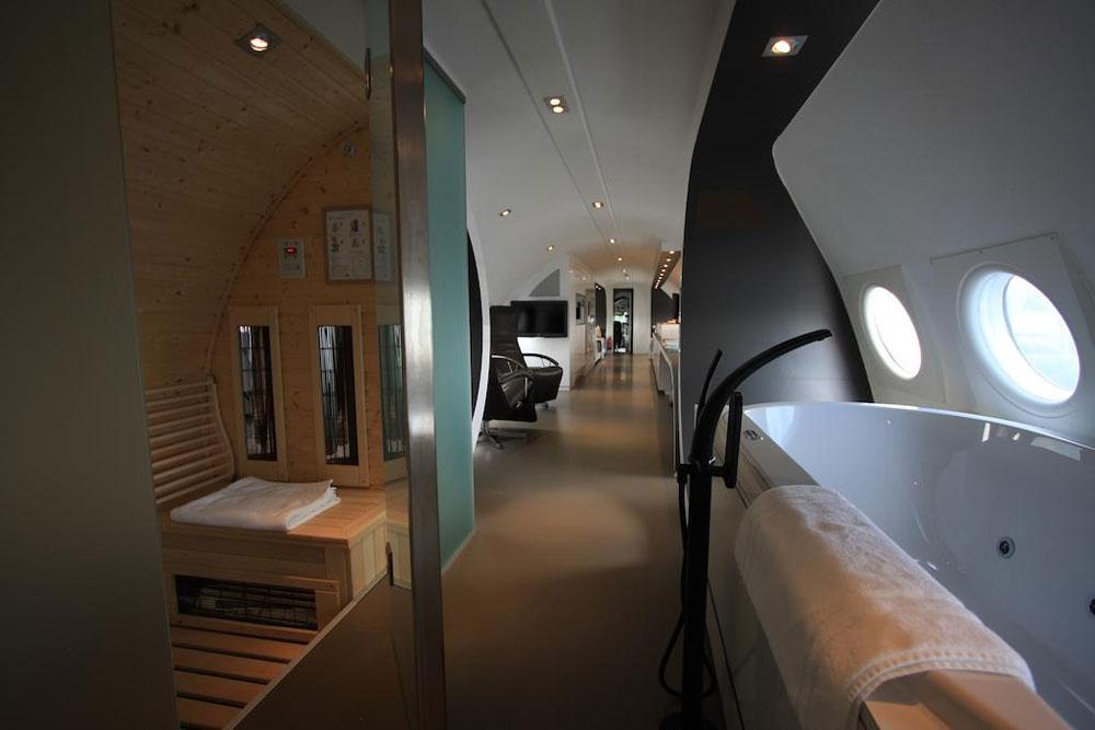 Slapen in een vliegtuig tijdens een weekendje weg in Nederland